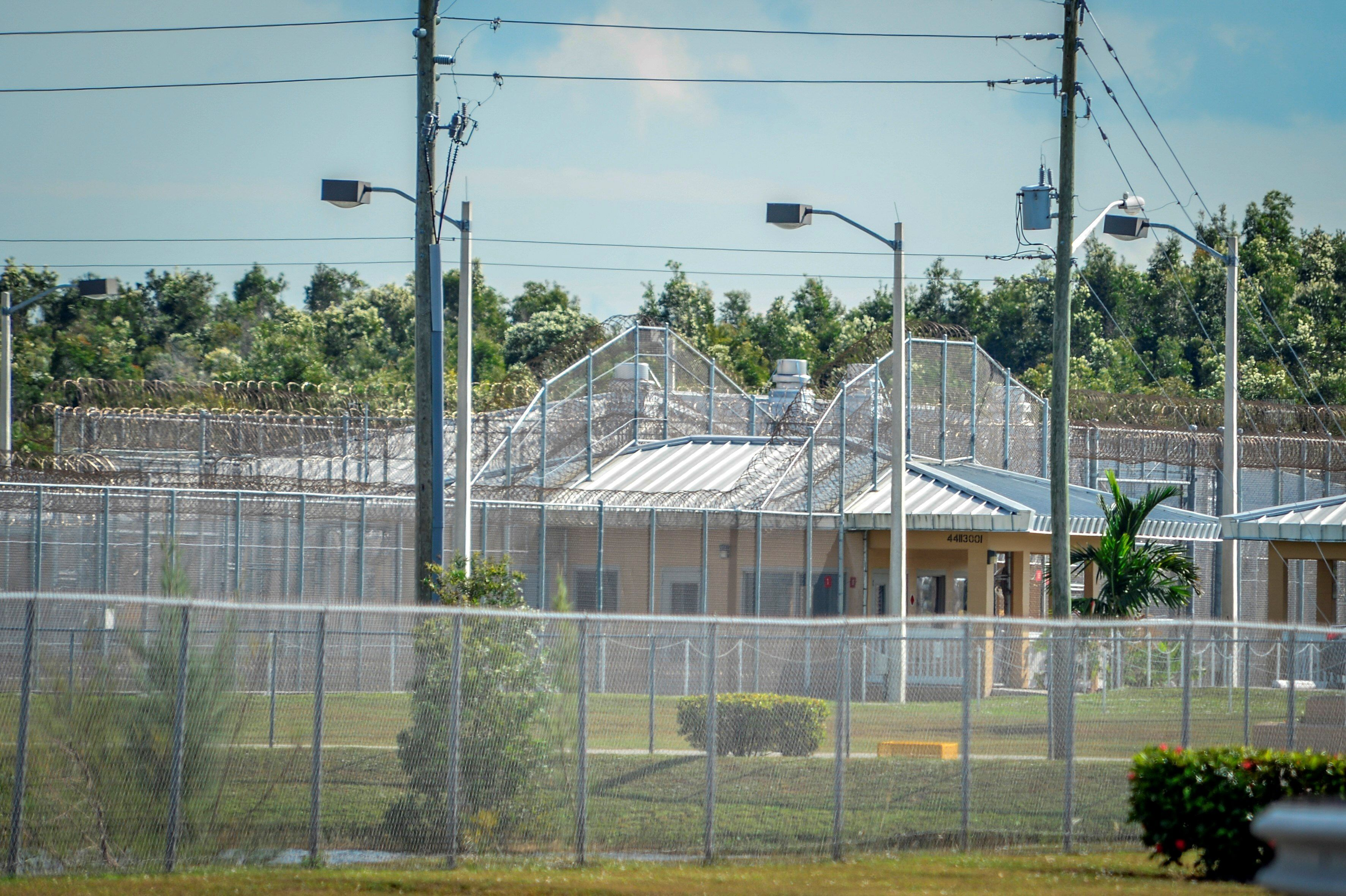 """Organizaciones civiles presentaron el lunes una queja ante el Departamento de Seguridad Nacional (DHS) basada en el testimonio de Dawn Wooten, una enfermera que trabajó en esa prisión, donde denunció """"prácticas peligrosas"""", incluyendo la extirpación del útero de mujeres para su esterilización. EFE/Giorgio Viera/Archivo"""