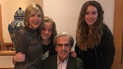 Lorenzo Lazo publica fotos constantemente en las que recuerda a su esposa (Foto: Instagram @lazomargain)