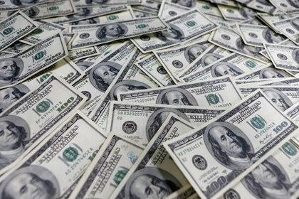 A falta de otros oferentes, el Banco Central vende divisas en el mercado formal y ya perdió USD 769 millones por la crisis financiera