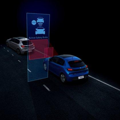 La versión más completa viene con sistemas de asistencia al conductor, como el Freno automático de emergencia.