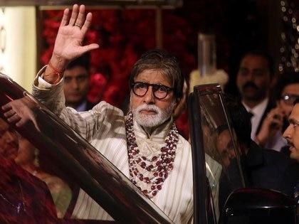 El actor de Bollywood, Amitabh Bachchan, se va después de asistir a la ceremonia de boda de Isha Ambani, la hija del presidente de Reliance Industries, Mukesh Ambani, en Mumbai, India. 13 diciembre 2018. REUTERS/Francis Mascarenhas
