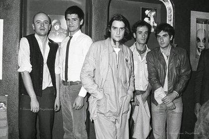 """El """"Bocha"""" (con camisa blanca y corbata) junto a sus compañeros de Sumo"""