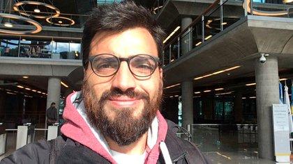 Santiago Costabel adujo motivos familiares para irse.