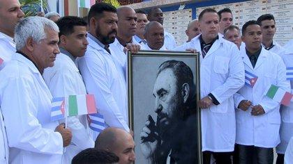 Una brigada de 52 médicos también llegó a Italia