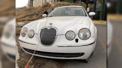 Un Jaguar, línea S-Type, modelo 2005, fue asegurado durante la captura del presunto líder criminal (Foto: FGE Chihuahua)