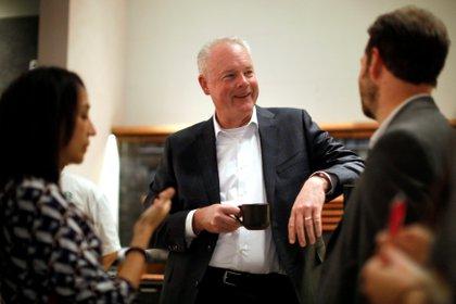El CEO de Starbucks, Kevin Johnson, durante una entrevista con la agencia Reuters en México, en una imagen de archivo (Reuters)