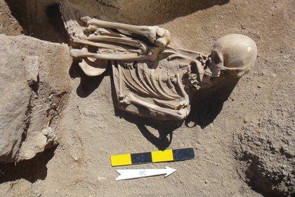 Investigadoras argentinas que estudian las metodologías de entierro en las poblaciones prehispánicas, registraron doce tumbas de entre 6.000 y 1.300 años de antigüedad (Télam)