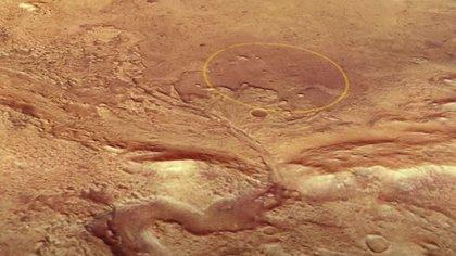 Imagen de la misión Mars Express de la ESA muestra el cráter Jezero, el sitio de aterrizaje del rover Perseverance en Marte. El área de toma de contacto está marcada con una elipse.