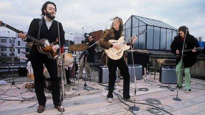 EL 30 de enero de 1969 Los Beatles aparecieron sobre la terraza del edificio de oficinas de Apple, su sello discográfico, en el número de 3 de Savile Row, en pleno centro de Londres (Foto: Apple Records)