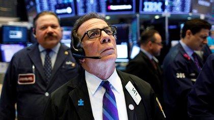Wall Street experimentó una firme toma de ganancias, pero los activos argentinos resistieron. (EFE)