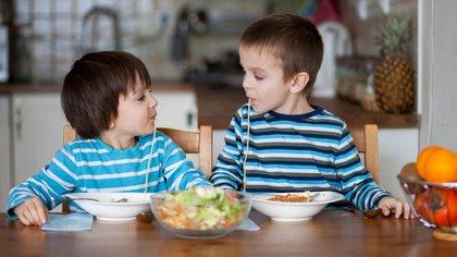Algunos expertos en nutrición señalan que la genética puede ser clave en la alimentación (iStock)