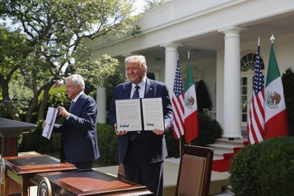 """The president of Mexico was praised also by """"simply to avoid the humiliation,"""" said the british newspaper. (Photo: Bloomberg)"""