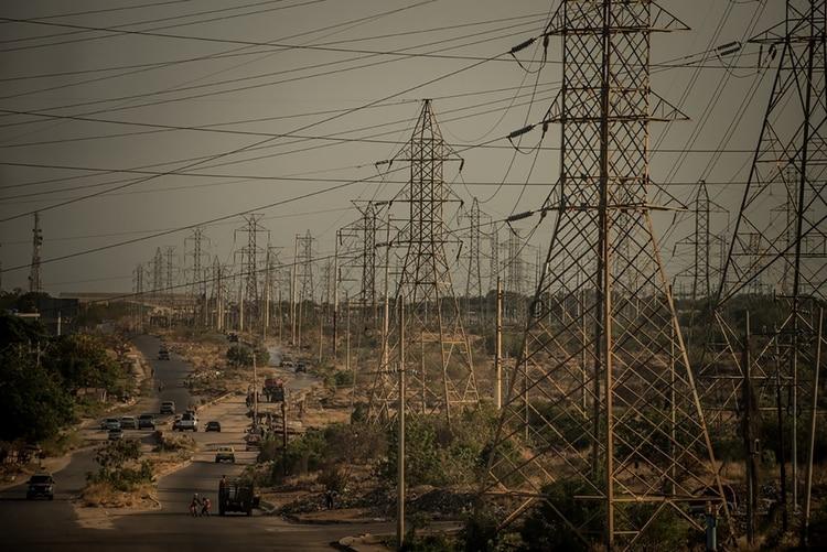 Líneas eléctricas en Maracaibo (Meridith Kohut para The New York Times)