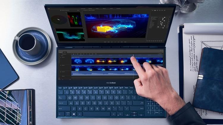 """La Asus Zenbook Pro Duo cuenta con un display principal de 15,6"""" y otra pantala llamada ScreenPad Plus de 14""""."""