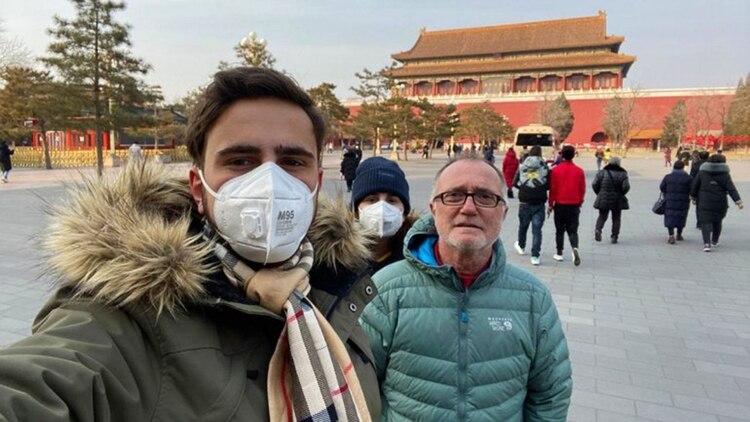 Dos argentinos que estuvieron en China aseguraron que cuando llegaron a Ezeiza no fueron sometidos a ningún control por el coronavirus