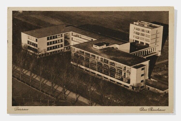 Vista aérea del edificio de la Bauhaus en Dessau, 1927. (A. Körner (bildhübsche Fotografie) / Gentileza ifa)