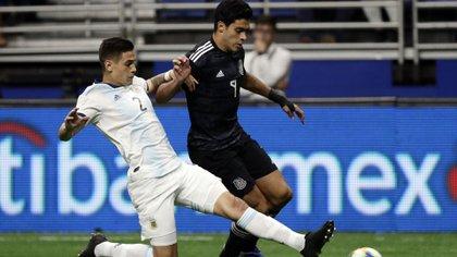 El defensor ya hizo su debut con la Selección (AP Photo/Eric Gay)