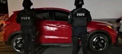 Los detenidos viajaban en dos camionetas, desde las cuales agredieron a los policías (Foto: Twitter/SeguridadGto)