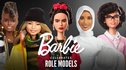 Nicola Adams (boxeo) Chloe Kim (snowboard), Frida Kahlo (artista), Ibtihaj Muhammad (esgrima) y Katherine Johnson (matemática y física de la NASA) (Crédito: Barbie)