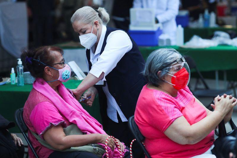 Se han aplicado más de 4 millones de vacunas en el país (REUTERS)