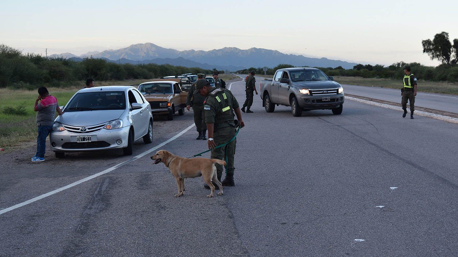Los tres hombres con un arma de juguete simulaban ser gendarmes y realizaban controles falsos en La Quiaca. Secuestraban la mercadería de los transeúntes de la zona del barrio Santa Clara