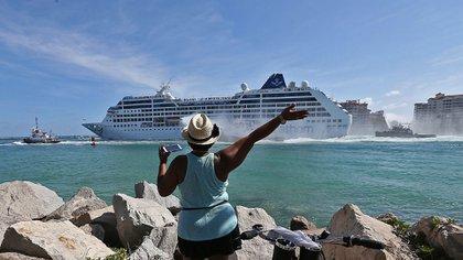 Carnival, Royal Caribbean y Norwegian fueron las primeras en obtener licencias para operar en la isla tras la normalización de las relacionesconEE.UU, iniciada en diciembre del 2014 bajo la presidencia de Obama