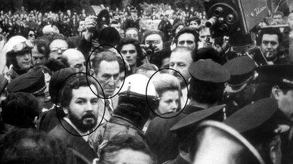 Almirón fue custorio de Isabel Perón. Aquí, con ella y Juan Perón