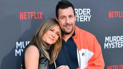 Jennifer Aniston y Adam Sandler se conocieron en 1990 (Shutterstock)