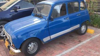 Este fue el inicio de la travesía. El amigo de Ricardo logró conseguir un Renault 4 de 1991.