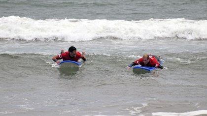 En  el caso de Sebastián Seta, de 31 años, y Matías Sequeira, de 41 años, practicar surf es mucho más que ganar un campeonato (CREDE)