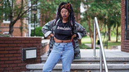 """Una estudiante en Spelman Collage en Atlanta se manifiesta en apoyo a la comunidad LGBTQ de la escuela. Foto: Radcuffe """"Ruddy"""" Roye, 2017"""