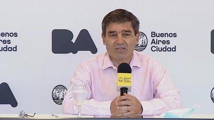 El ministro de Salud, Fernán Quirós, dijo que la curva de contagios de la ciudad es la más baja desde el inicio de la cuarentena