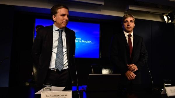 Nicolás Dujovne junto al ministro de Finanzas, Luis Caputo