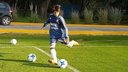 Luka Romero, en un entrenamiento con la Selección Sub 15 de Argentina