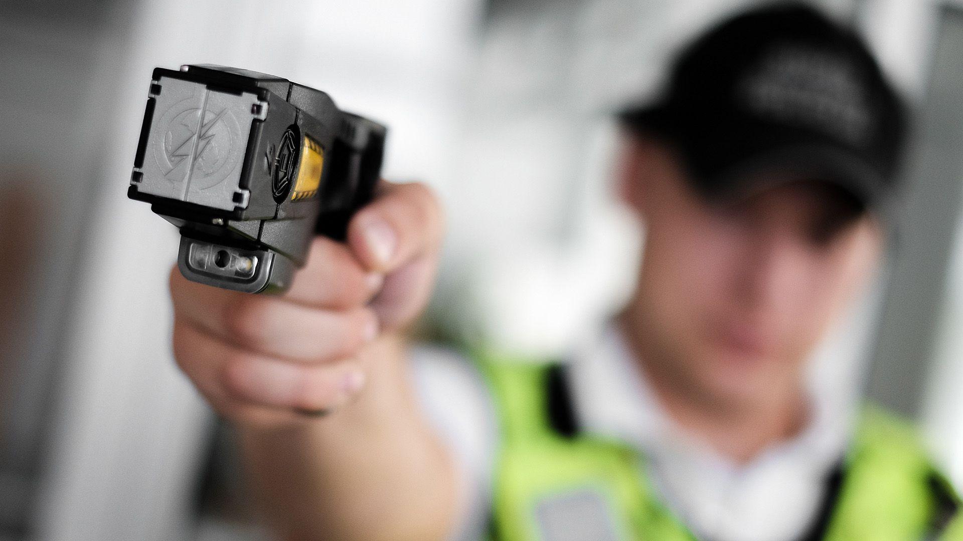 El gobierno de Mauricio Macri compro pistolas Taser en 2019 (Foto: Shutterstock)