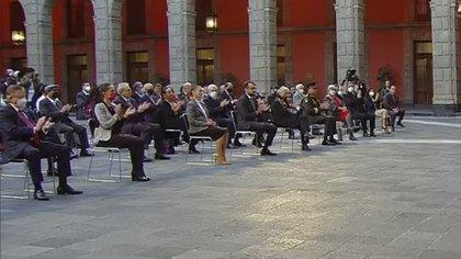 Primera fila Segundo Informe de Gobierno (Foto: Captura de pantalla)