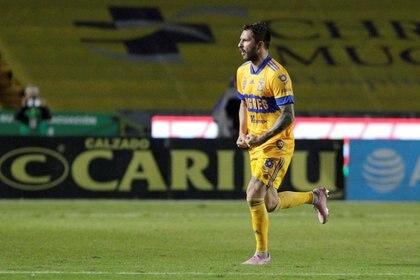 Los Tigres visitarán al Santos con su temible binomio ofensivo integrado por el francés André-Pierre Gignac y el paraguayo Carlos González (Foto: Reuters)