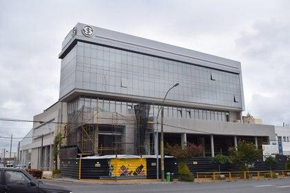 Un edificio de oficinas, en plena obra, sobre la Avenid Juan B. Justo, en Mar del Plata
