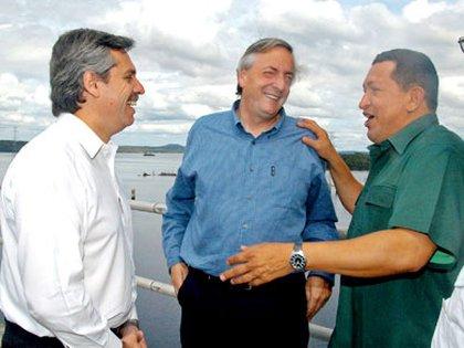 Alberto Fernández, Néstor Kirchner y Hugo Chávez, en noviembre de 2005.