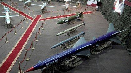 El arsenal de misiles balísticos y de crucero de los hutíes, durante una exhibición