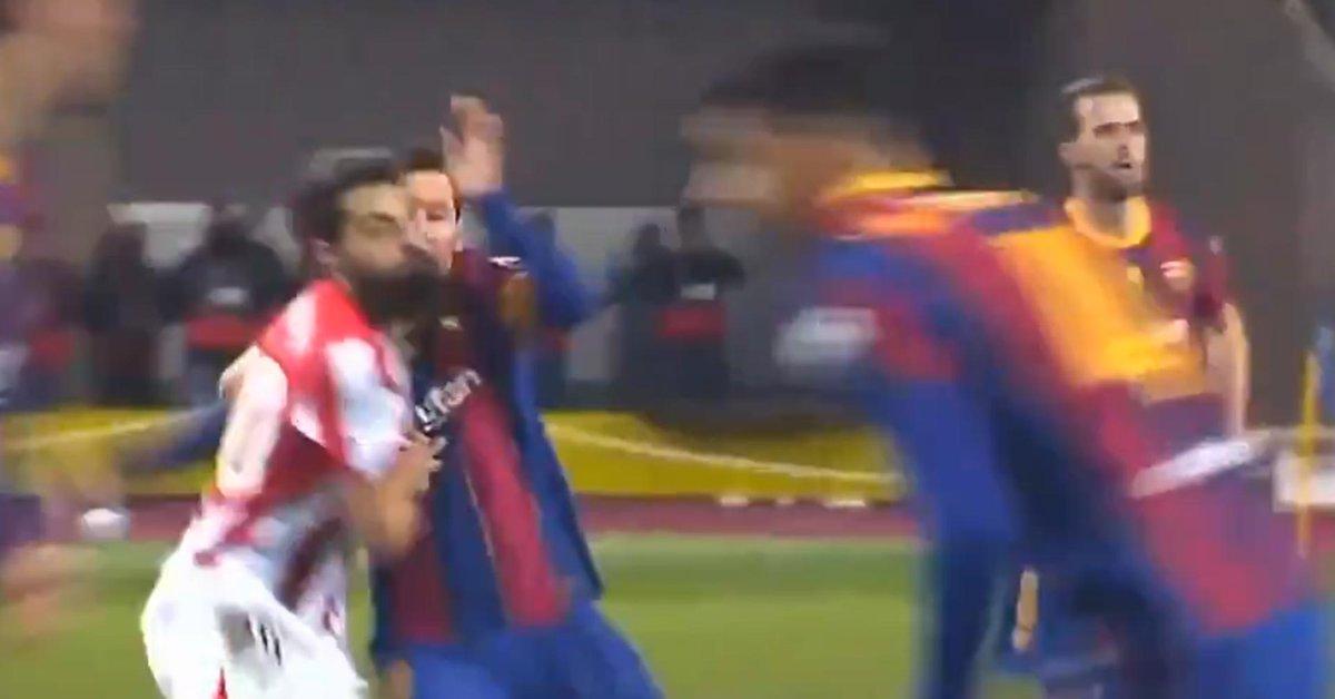 Los fanáticos del Barcelona inundaron las redes sociales con un video que pone en duda la agresión de Lionel Messi - Infobae