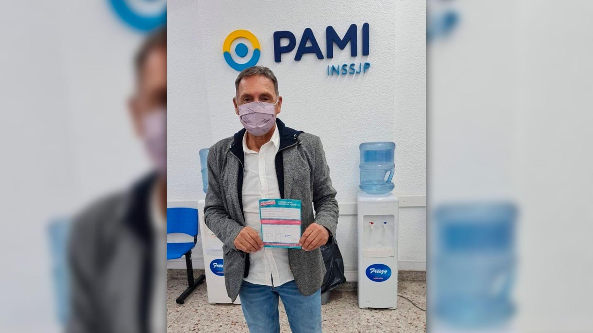 Miguel Ángel Russo vacunado de COVID