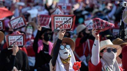 Más de 22.000 mujeres se manifestaron en Seúl para pedir protecciónde este delito (AFP)