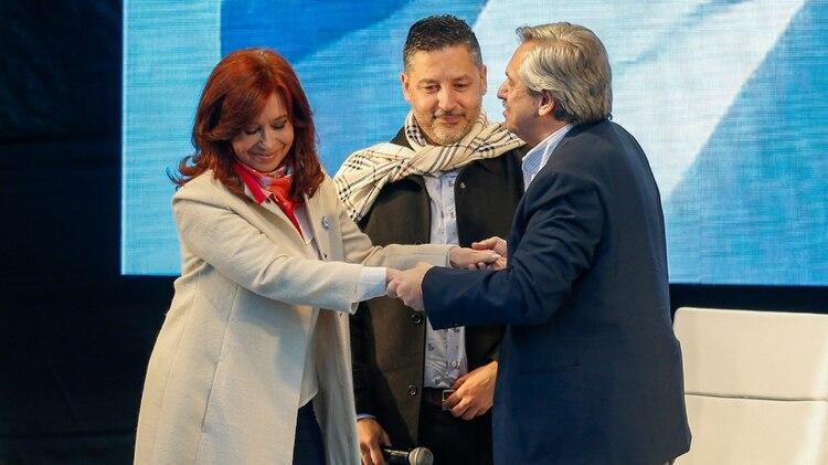 Cristina Kirchner, Gustavo Menéndez y Alberto Fernández en el acto de Merlo (Nicolás Aboaf)