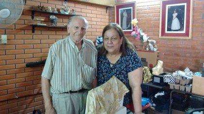 """Manuel""""Tubo"""" Flores junto a su esposa Beatriz """"Betty"""" Nasif: Menem vivió en su casa durante su estadía en Las Lomitas"""