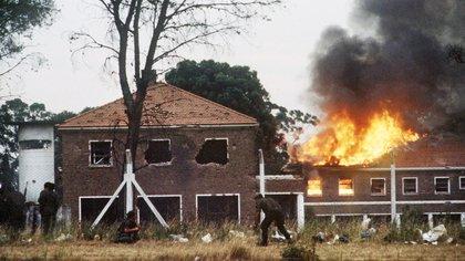 Foto histórica del copamiento al cuartel de La Tablada los días el 23 y 24 de enero de 1989