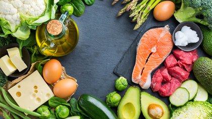 La dieta cetogénica,  baja en hidratos de carbono y grasas, lleva al cuerpo a consumir la grasa acumulada como fuente de energía (Shutterstock)