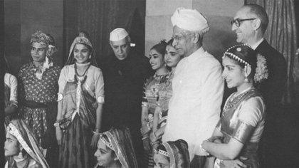 Arturo Frondizi se reunió con Sri Pandit Jawaharlal Nehru durante su visita a la India milenaria