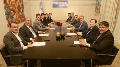 Juan Manzur junto a otros gobernadores peronistas, Massa y Pichetto
