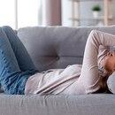 El síntoma más persistente y más desconcertante parece ser la fatiga, pero los investigadores advierten sobre llamarlo síndrome de fatiga crónica, ya que